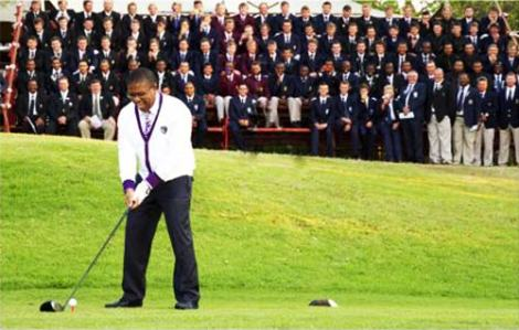Fikile Mbalula tries his hand at golf.